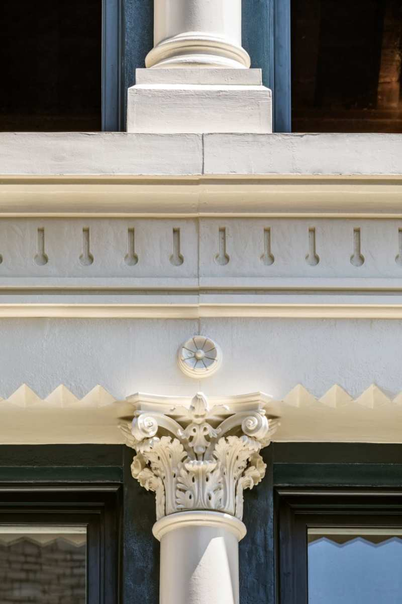 A detail of a Corinthian column; the leaves were designed to project. (Photo: Francis Dzikowski)