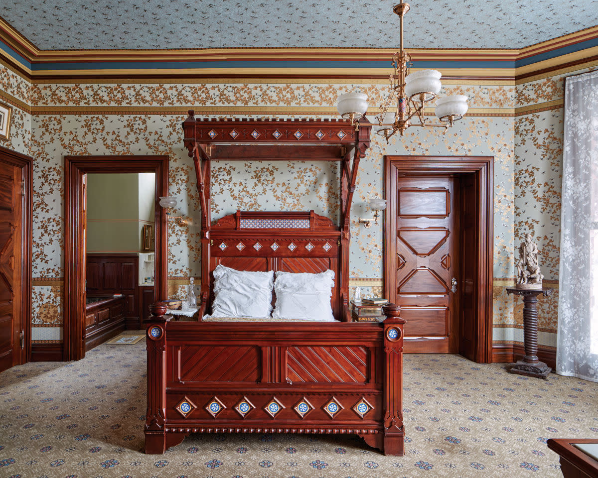 The Mark Twain Mahogany Suite, David Scott Parker ArchitectsundefinedRobert Benson Photography